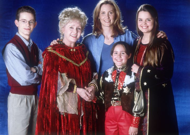I never realized that the mom from Halloweentown was also April O'neil.