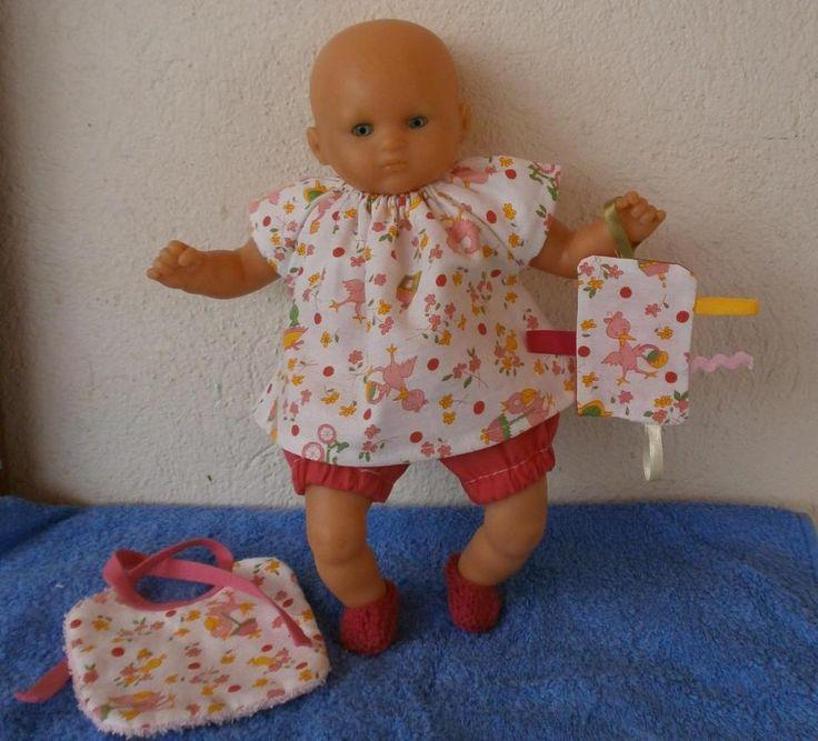 Ensemble pour poupon de 30 cm : robe, bloomer, bavoir et doudou - MCL Poupées, vêtements pour les poupées et les poupons