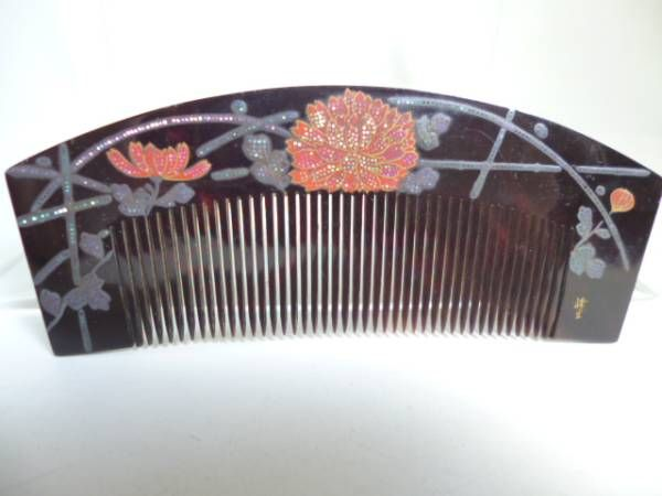 In Kotsuki] antique MineHikari work this tortoiseshell comb hedge of silver lacquer work of chrysanthemum (ornamental hairpin _