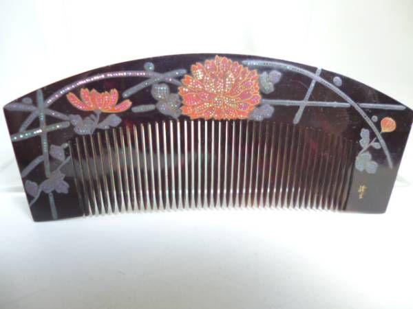 In Kotsuki] antique MineHikari work this tortoiseshell comb hedge of silver lacquer work of chrysanthemum (ornamental hairpin _