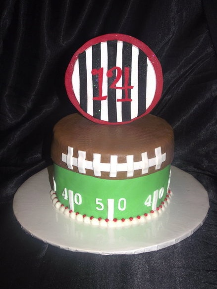 Cake Decorations Football Team : 33 best images about Cake ideas on Pinterest Football ...