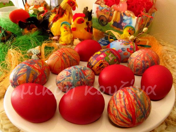 μικρή κουζίνα: Πώς βάφουμε κόκκινα αυγά, με τον παραδοσιακό τρόπο...