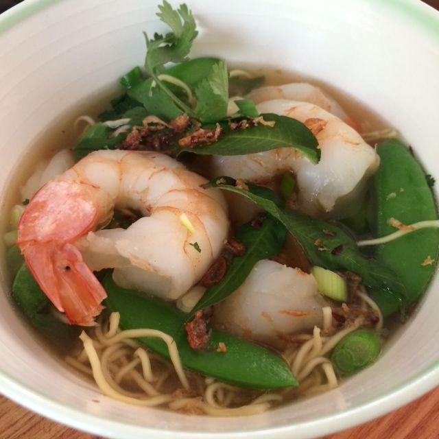 Egg noodle and prawn soup
