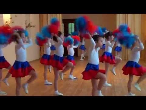"""Танец стюардесс """"Воздушный экипаж"""". Детский танцевальный коллектив """"Журавлик"""" - YouTube"""