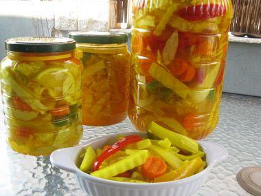 ירקות כבושים בחומץ ובמלח