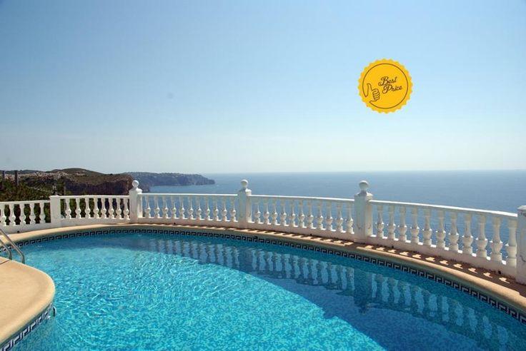 CASA AGNETA Casa en primera línea de acantilado, con piscina con vistas directas al mar Mediterráneo.