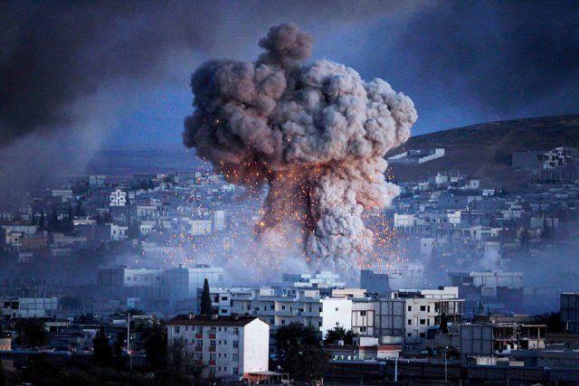 Das Zentralkommando der US-Streitkräfte CENTCOM hat entgegen früherer Behauptungen zugegeben, dass US-Kampfflieger Uranmunition in Syrien eingesetzt haben. Allein am 18. und 23. November 2015 wurden 5.100 Ladungen mit Uranmunition von A-10 Thunderbolt II Kampffliegern verschossen.