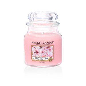 Cherry Blossom  Vårens vackraste bukett av körsbärsblommor och jasmine med inslag av pudrig mysk och sandelträ. #2017 #YankeeCandle #PureEssence #VårNyhet #CherryBlossom