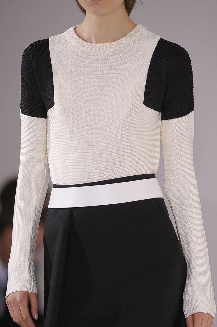 Knitted top with colour block shoulders; monochrome fashion details // Jil Sander