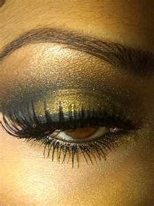 .Halloween Costumes, Eye Shadows, Smoky Eye, Eye Makeup Tips, Black Gold, Eyemakeup, Eyeshadows, Smokey Eye, Gold Eyes