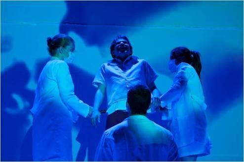 """O jovem Grupo de Teatro da Cultura Inglesa estreia  neste sábado, 16, às 6h, o espetáculo infantojuvenil """"O Manifesto à Beleza"""" no palco do Teatro Vivo, com entrada Catraca Livre. A entrada é Catraca Livre."""