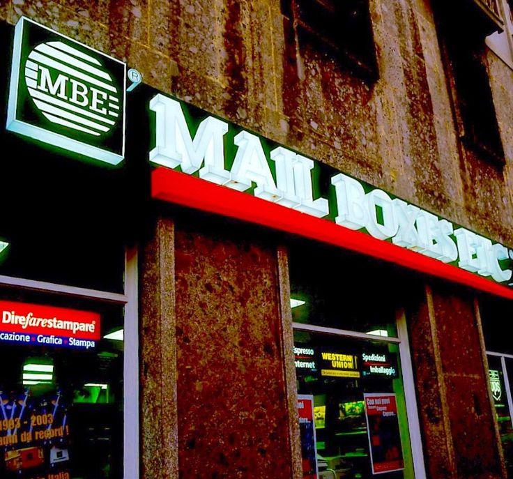 insegne negozi, insegne luminose negozi, insegne luminose in plexiglass, insegne negozi Mail Boxes