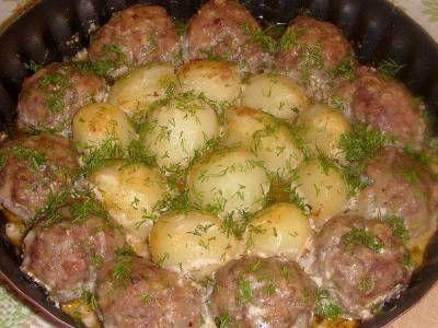 Котлетки с картошкой в сметанно-томатном соусе. Рецепт