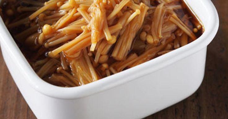 お鍋にエノキと調味料を入れて煮るだけ!あっという間に自家製なめ茸の完成です。子供の好きなほんのり甘めの味付けです。