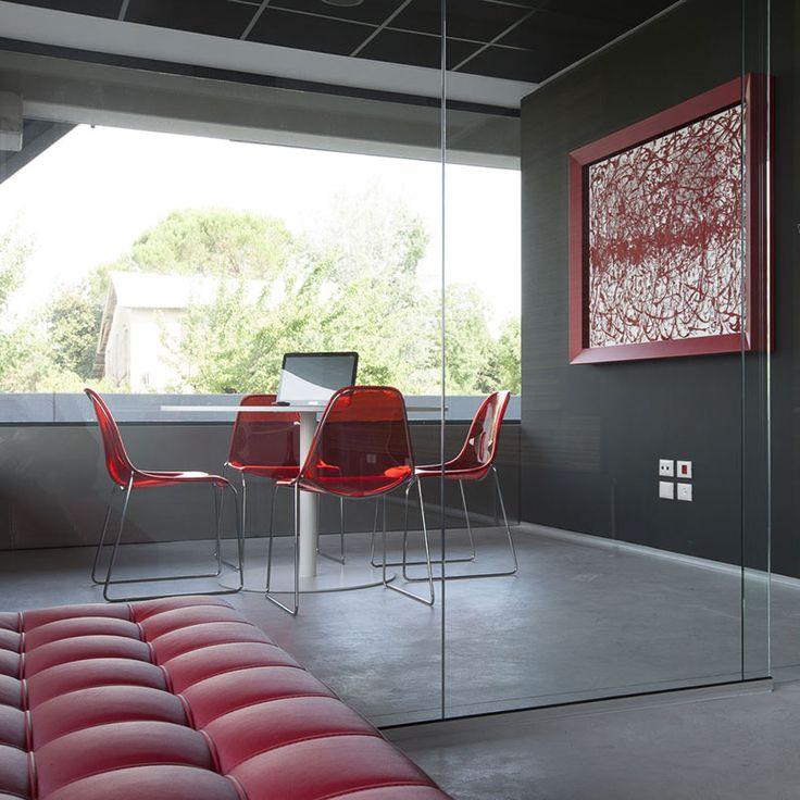 Prof arreda i nuovi uffici dell'agenzia di comunicazione Wabi Lab di Treviso. Lo spazio si articola in due aree perimetrali con le sale riunioni da un lato e gli uffici […]