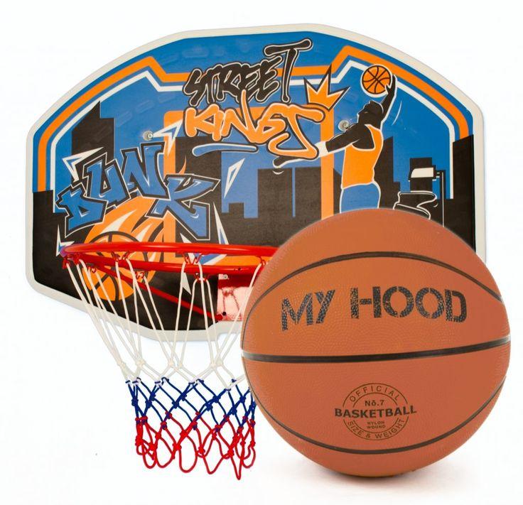 My Hood Basketkorg med backboard, komplett med korg, nät och boll. Monteras på väggen. Skruvar och upphängningsanordning ingår.  Fakta Basketboll ingår. Storlek: 97 x 61 x 3 cm. Tavlan är tillverkad i polyeten med hög densitet. Stålring 42 cm, passar bollar av storlek 7. Skruvar och upphängningsanordning ingår. Väderbeständigt nät ingår.