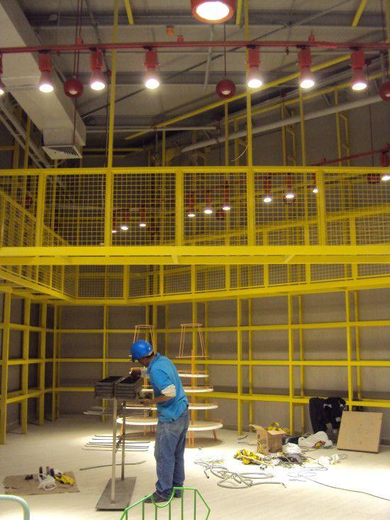 Direccionamiento Paris Arequipa. 4 días, 2 diseñadoras del estudio, y 3 asistentes técnicos fueron necesarios para el direccionamiento de los equipos en Marzo 2013.