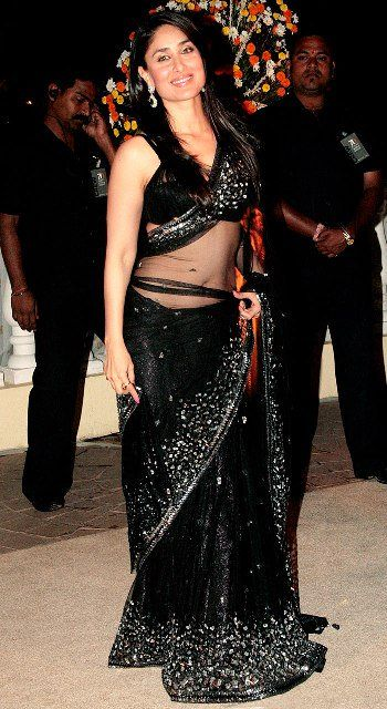 Kareena-Kapoor-in-black-saree.jpg (350×640)