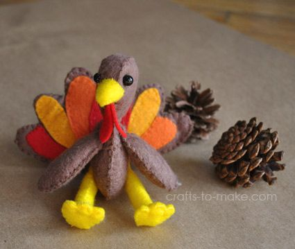 So cute! Make your own turkey softies as toys, decorations, or ornaments. Free printable pattern stuffed felt turkey pattern.