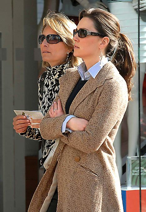 Kate in Dublin in 2007 with her mom. Love that look!!