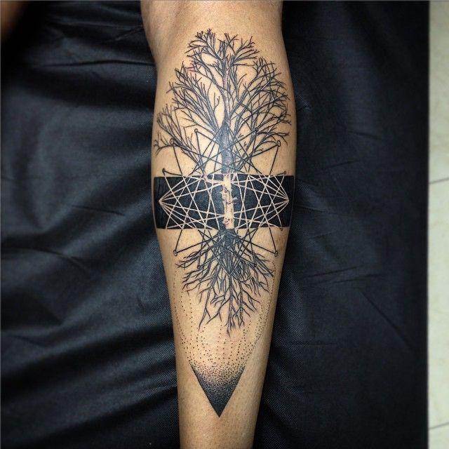 Yesterday's tattoo! #black #blacktattoos #tree #tatuaje #treetattoos #blackworkers #blackworkerssubmission #analisbetluntattoo