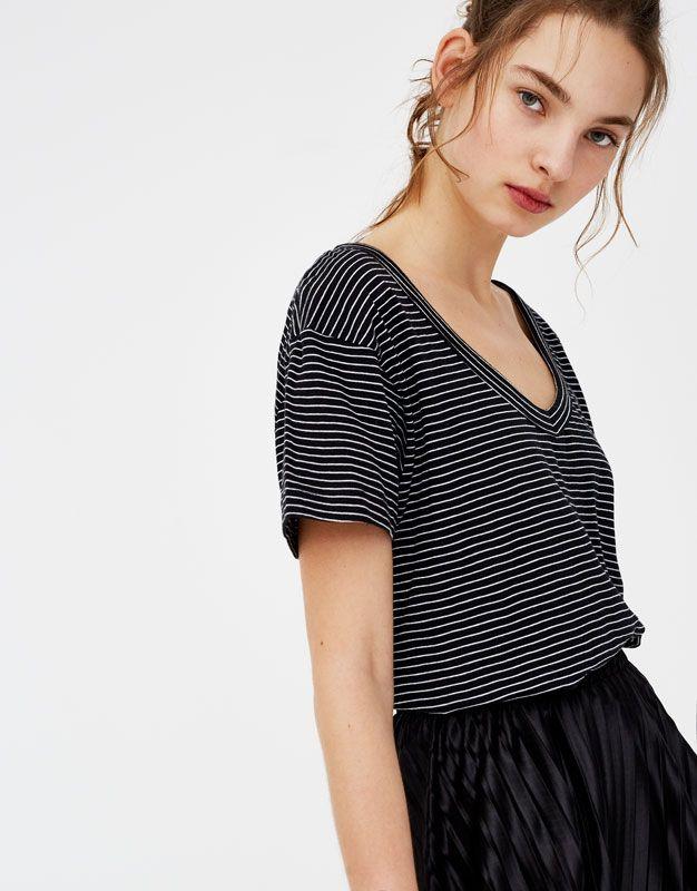 Striped round neck T-shirt - T-shirts - Clothing - Woman - PULL&BEAR United Kingdom