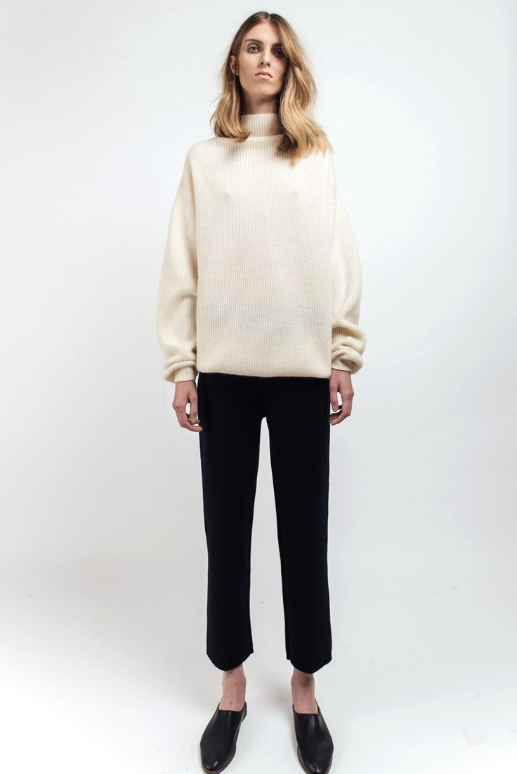 Mandkhai Oversized Ribbed Jumper with high neck 100% Mongolian Cashmere One Size Colours on garment: White
