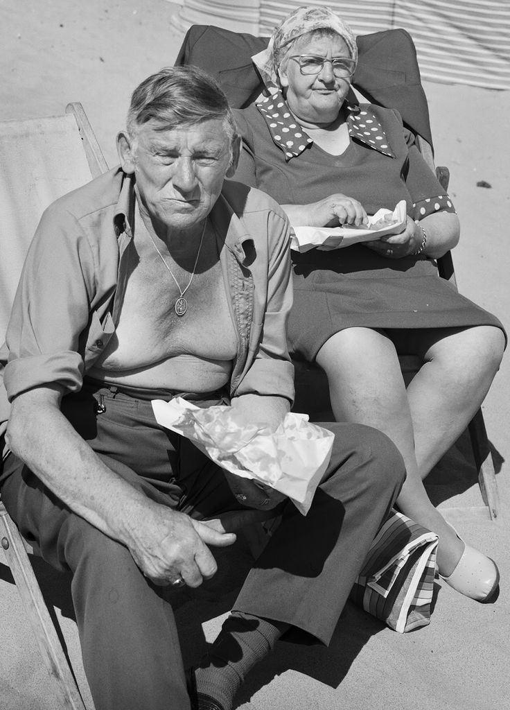 Chris Killip - Couple eating fish & chips, Whitley Bay, Tyneside, 1976. S)