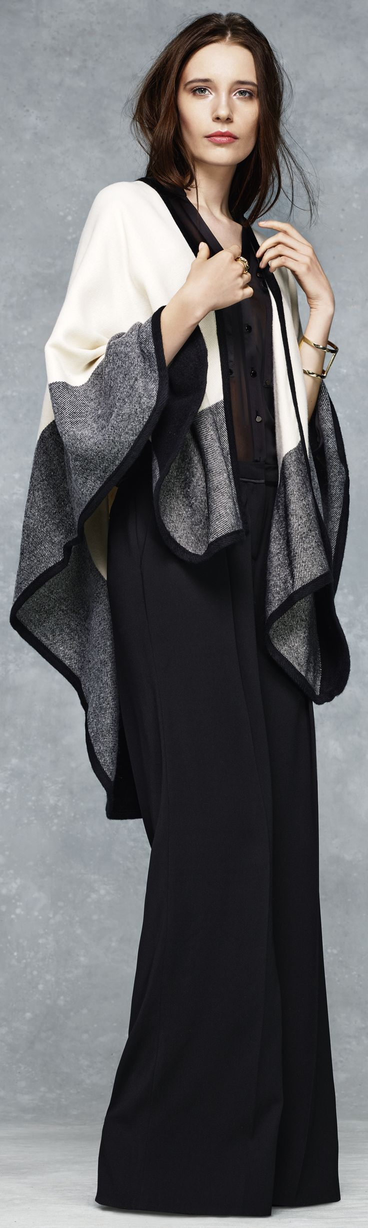 Latest Fashion Trend - Gray and monochrome cape outfit for women - http://www.boomerinas.com/2014/08/26/%ef%bb%bfgray-outfits-for-women-4-tips-for-wearing-gray-in-fall-winter/: