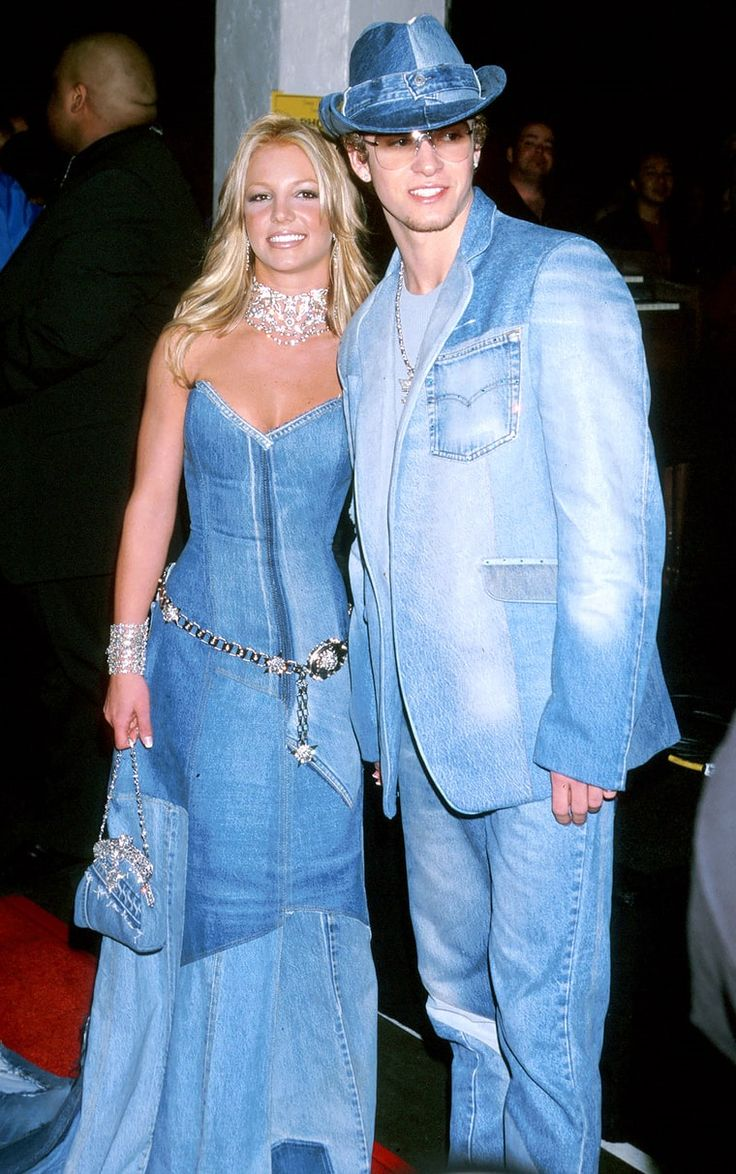 Britney Spears and Justin Timberlake at the 2001 American Music Awards in matching denim outfits. Sara W. 4/13/17
