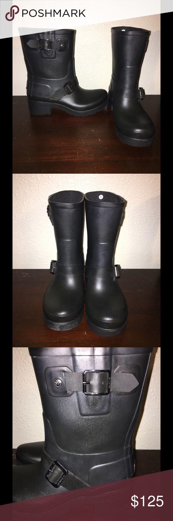 🙀Hunter Women's Biker Boots😻 Hunter women's biker boots worn one time. These are a bit shorter than the short original hunter boots. And the buckle is functional and not cosmetic. Hunter Boots Shoes Winter & Rain Boots