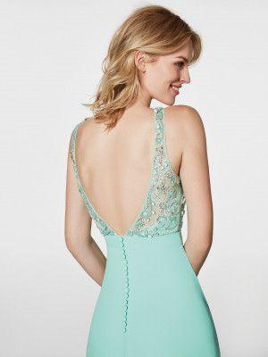 Este vestido comprido turquesa é um vestido de festa (modelo GREEN) com decote redondo à frente e decote em bico nas costas. Descubra os vestidos de festa modelo GREEN. Vestido turquesa sem mangas (georgette e pedraria)