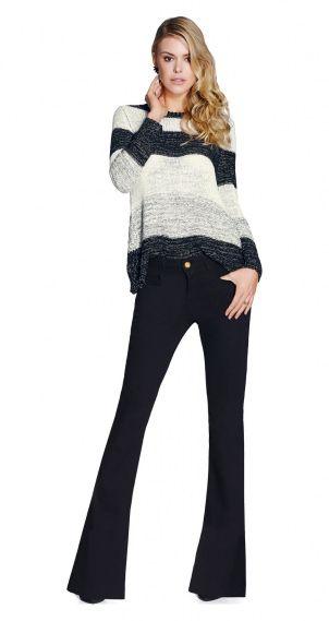 Blusa de tricot e calça flare jeans