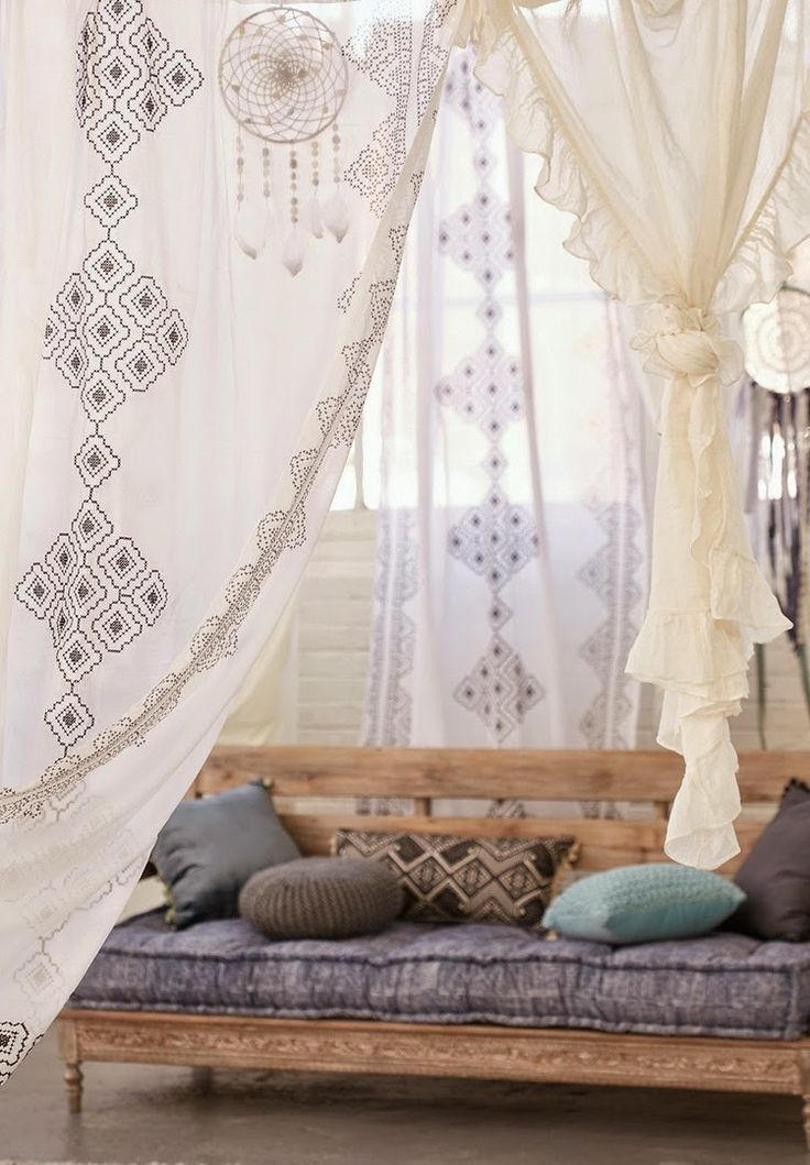 Beach Boho // Bohemian Bedroom // Decor + Design Inspiration // Sitting Area