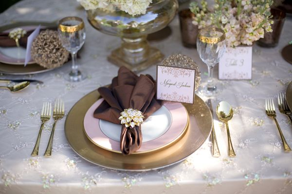 Gold and pink dinner settings for a fall wedding. Interesting fall color combination! #FavorsUnlimitedFallinLove