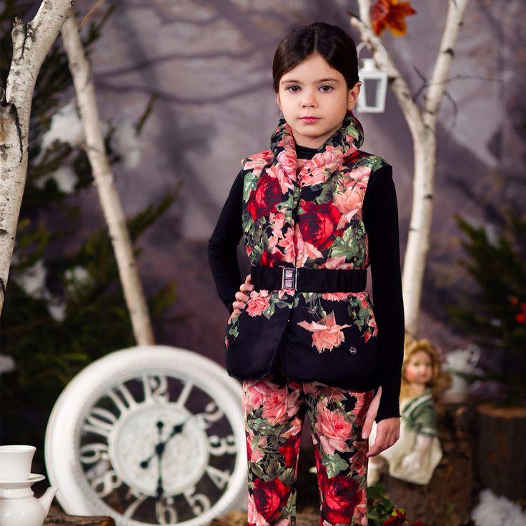 Ganzen dons body warmer - gebloemde broek - www.robyn-kids.nl - - combineer met andere collectie items!