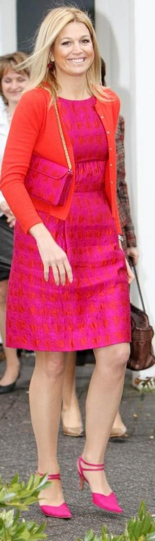 Reine Maxima et son look Queen Maxima of Holland with bag and pump