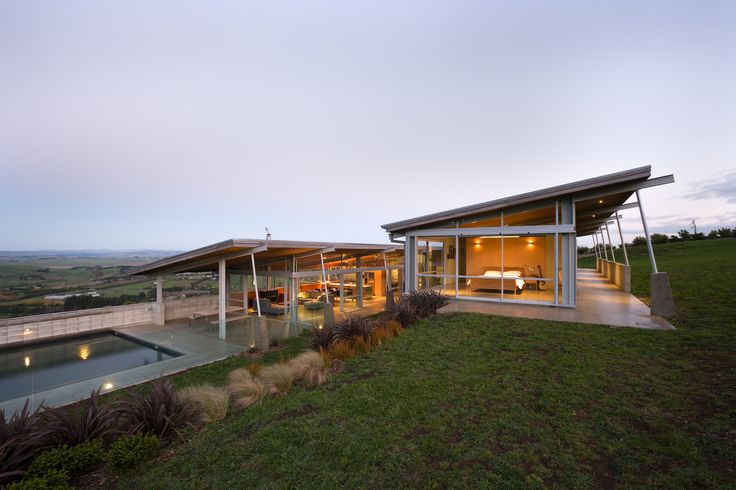 Image 1 of 21 from gallery of Foothills House / Strachan Group Architects. Photograph by Patrick Reynolds