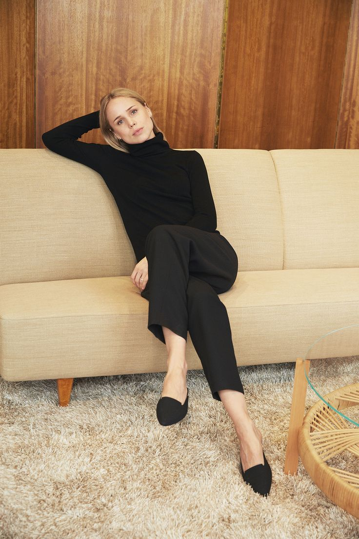 Black polo neck, tailored trousers & pointed flats | @styleminimalism