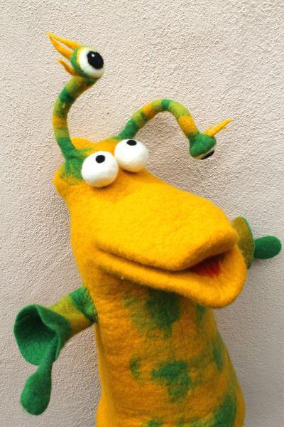Egon ist ein richtiger Hansguck in die Luft und am liebsten beobachtet  er die Sterne. Damit Ihm auch nix passieren kann,wenn er in weiter Ferne sc...