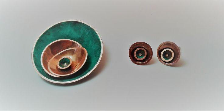 colgante y aros, media esfera y pátina. Andrea Díaz
