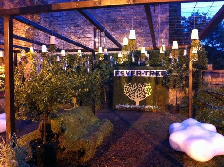 Las macetas Sky Planter Recycled (S) en el jardin de las famosas tónicas FEVER TREE en el Temps de Flors 2013 (Girona-Spain)