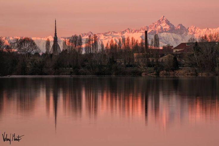 Il Monviso all'alba visto da Torino