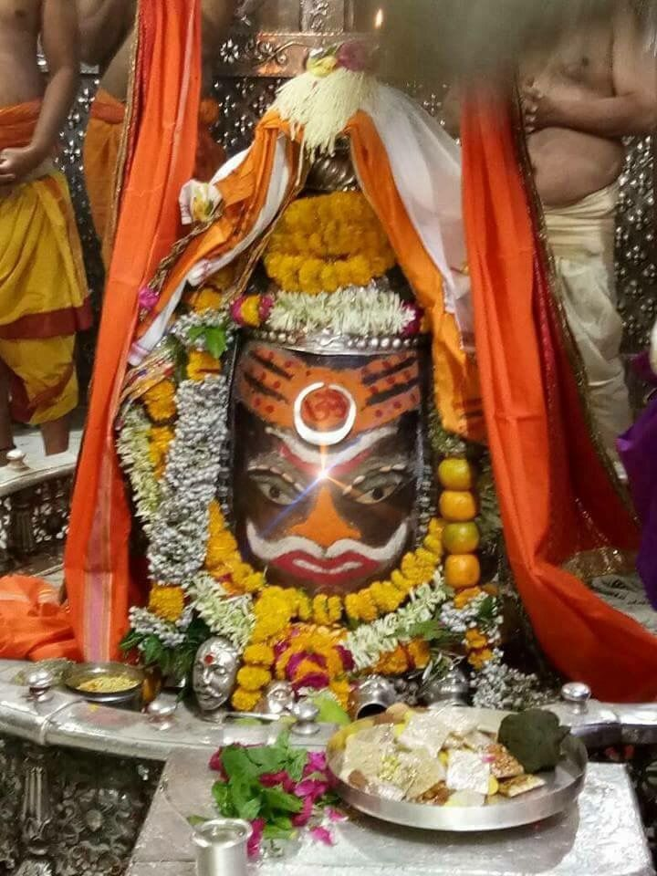 #Bhasma #Aarti pic of Shree #Mahakal #Ujjain - Apr. 25             . . . Follow our FB page: www.facebook.com/ujjaintravel   . . . #शिव #उज्जैन #महाकाल #ॐ #mahakal#mahakalcity #ujjain #loveujjain #ujjaindiaries#Mahakaleshwar #shiv #shivratri #shiva#omnamahshivay #bholenath #jaimahakal#jaibholenath #harharmahadev #mahadev #travel#tourism #MPTourism #ujjain_travel #temple