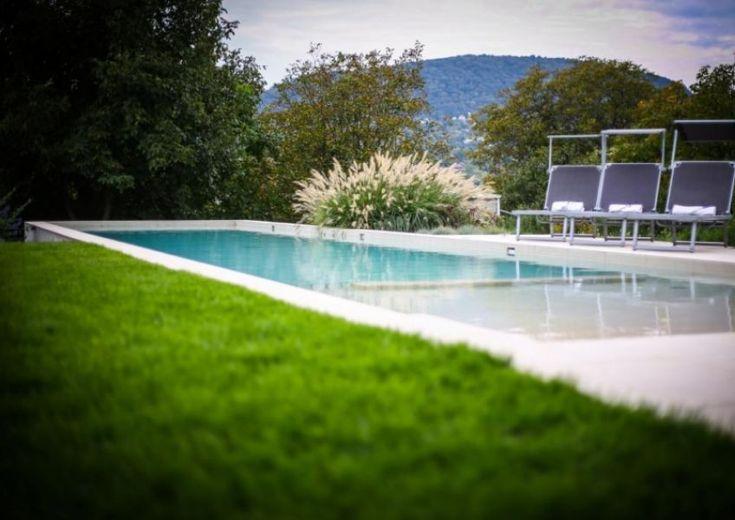 A hatalmas kert nemcsak szép, de praktikus is: veteményest és szőlőt is tartalmaz. Családi ház eladó Aranyhegy 380 m² - HomeHunters - Ingatlanok
