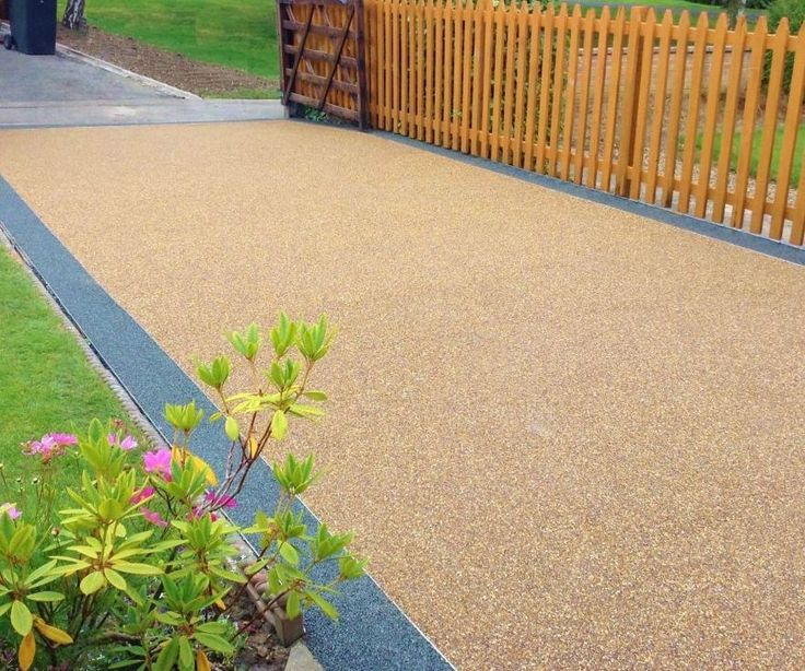 We specialise in all kinds of driveways in Southampton including resin driveways, concrete driveways, tarmac driveways and block paved driveways. Our fully qualified, experienced paving team work closely with local authorities and major contractors, so you can be sure that you will get the most superior result at an