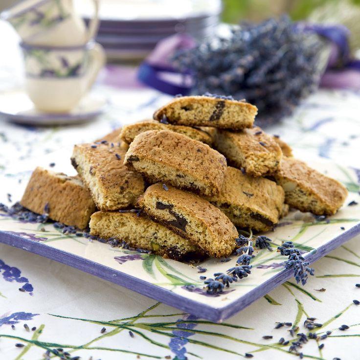 Goda skorpor med smak av lavendel, choklad och nötter.