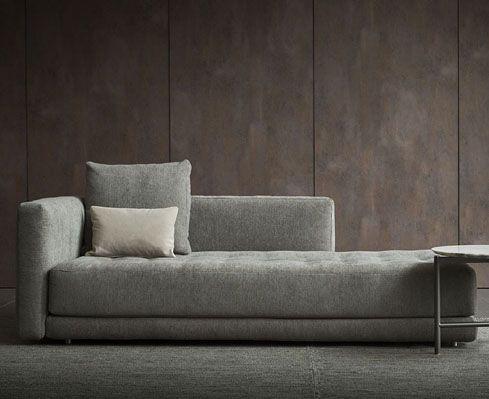 Doze Flat è il più recente ampliamento del sistema di divani componibili Doze disegnato da Rodolfo Dordoni ne
