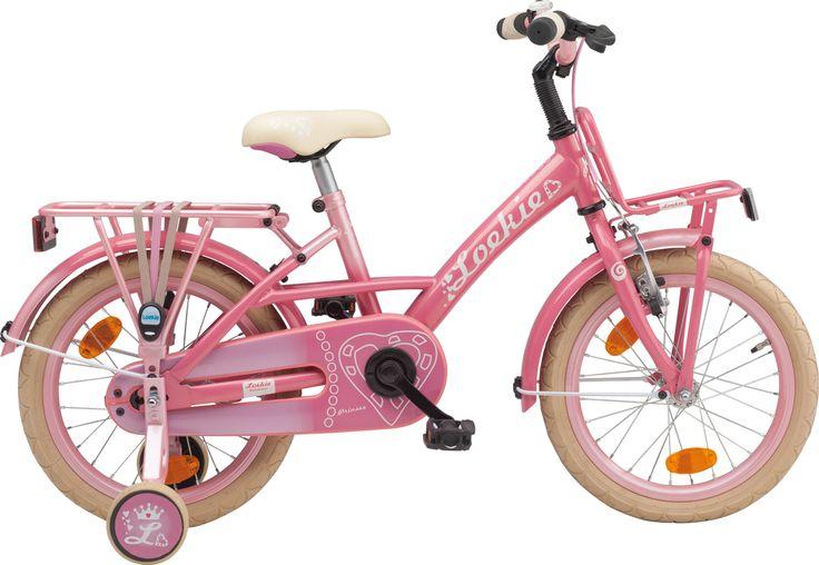 Een roze meisjesfiets voor echte prinsesjes. Alles aan deze fiets is roze! Een voorrekje, achterdrager, snelbinders, kettingkast, velgen en bel, alles is roze! Zelfs het zadel van deze 16 inch meisjesfiets heeft een lief prinsessen hartje. Voor de echte prinses tussen 4 en 6 jaar.