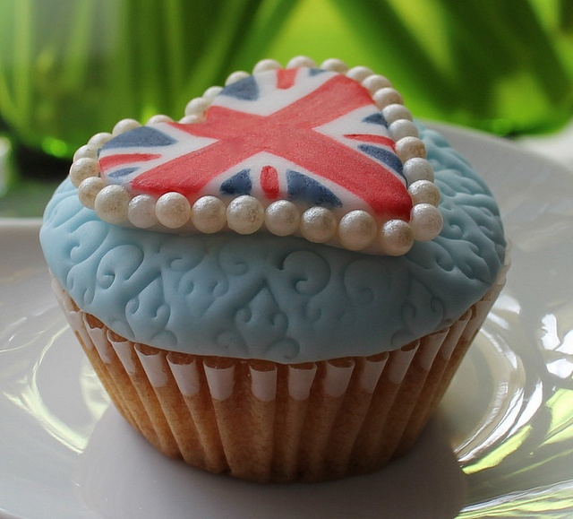 Royal Cupcake (my new British obsession due to Downton) @Emily Miller... these could be good for pinterest/downton club?